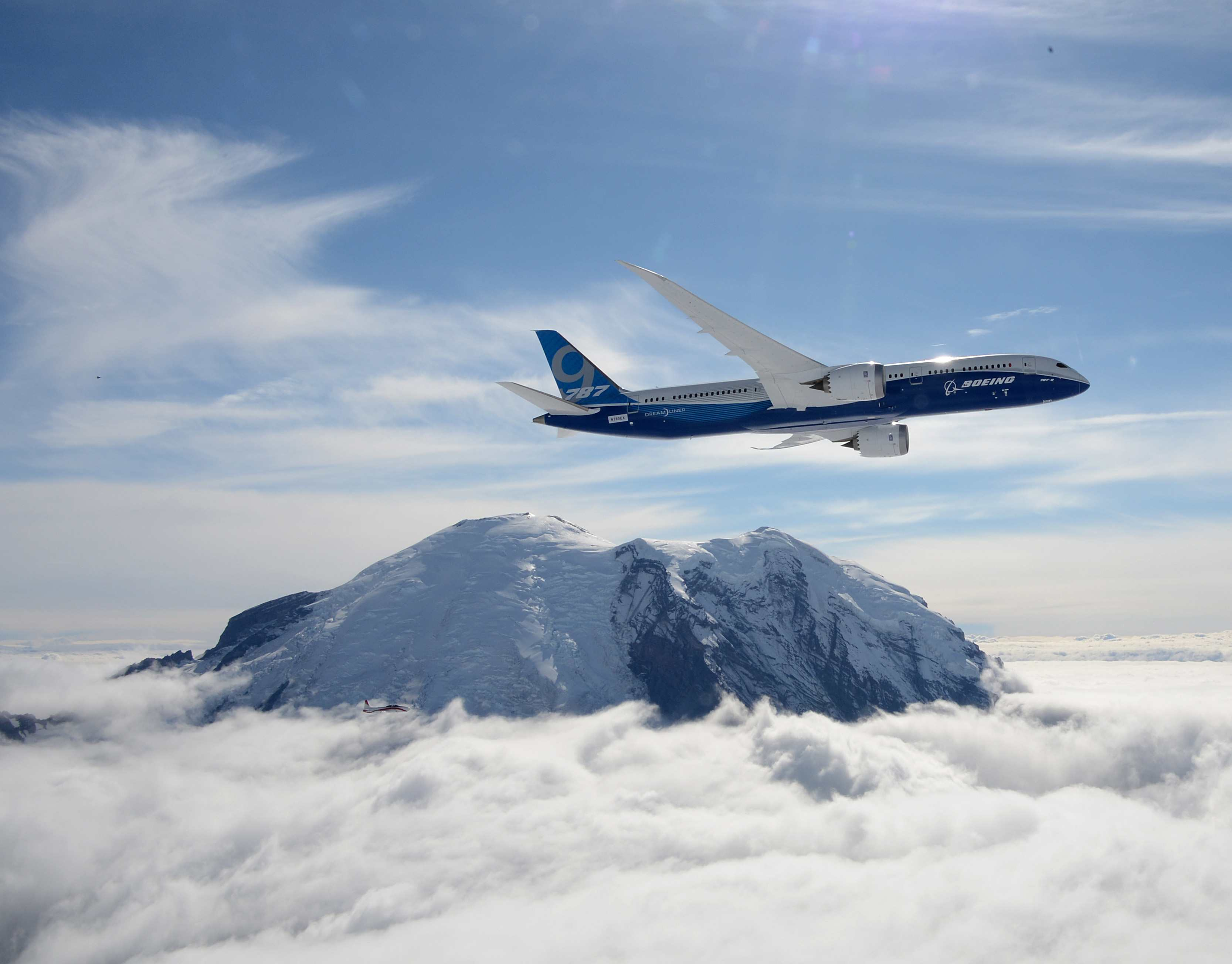 Boeing's obligatory Mount Rainier first flight fly-by. Image: Boeing.