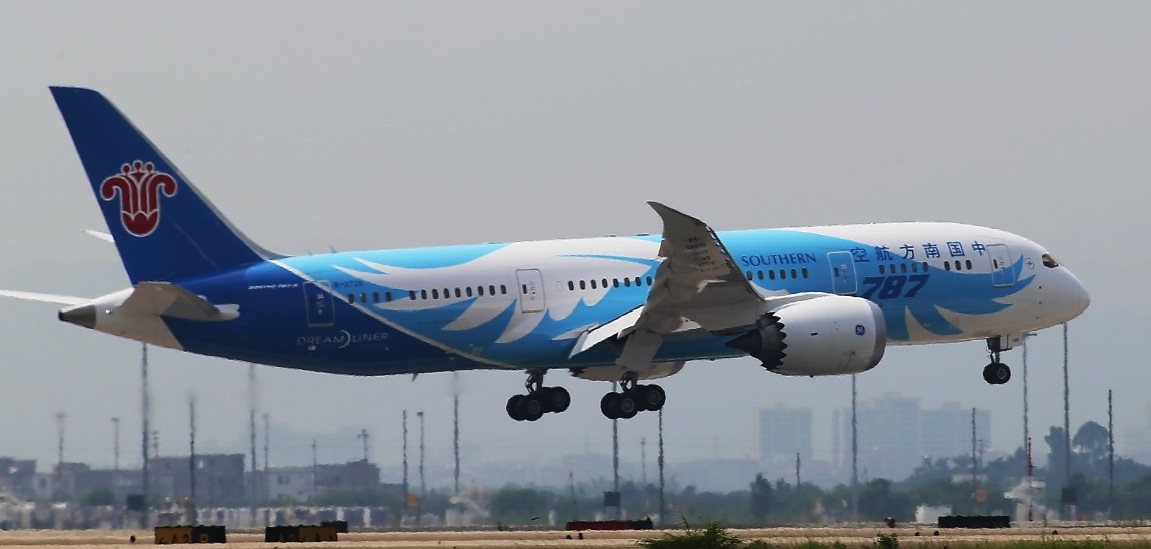 China Southern's first 787-8 B-2725 arrives at Guangzhou Baiyun Airport. Image: China Southern Airlines.